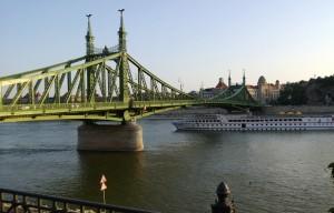 Komea joki ja vielä komeampi silta.