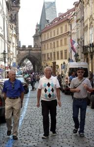 Tyylikkäitä vatsakerholaisia Prahassa.