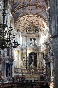 Kaunis kirkko sisältä